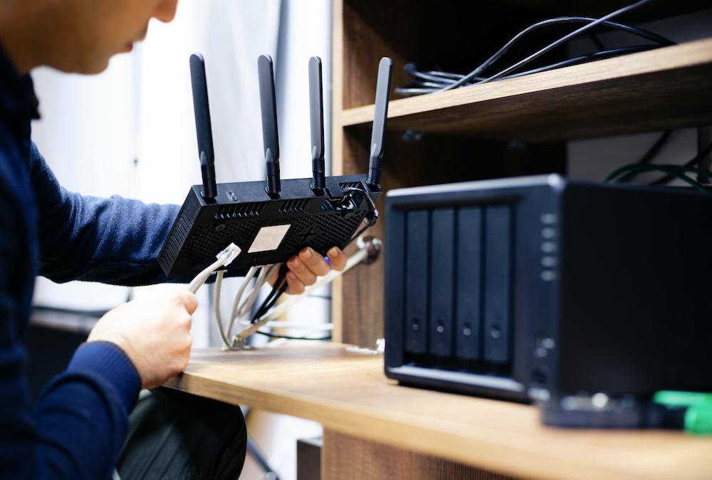 Installazione componenti di rete, server storage RAID, hotspot wi-fi